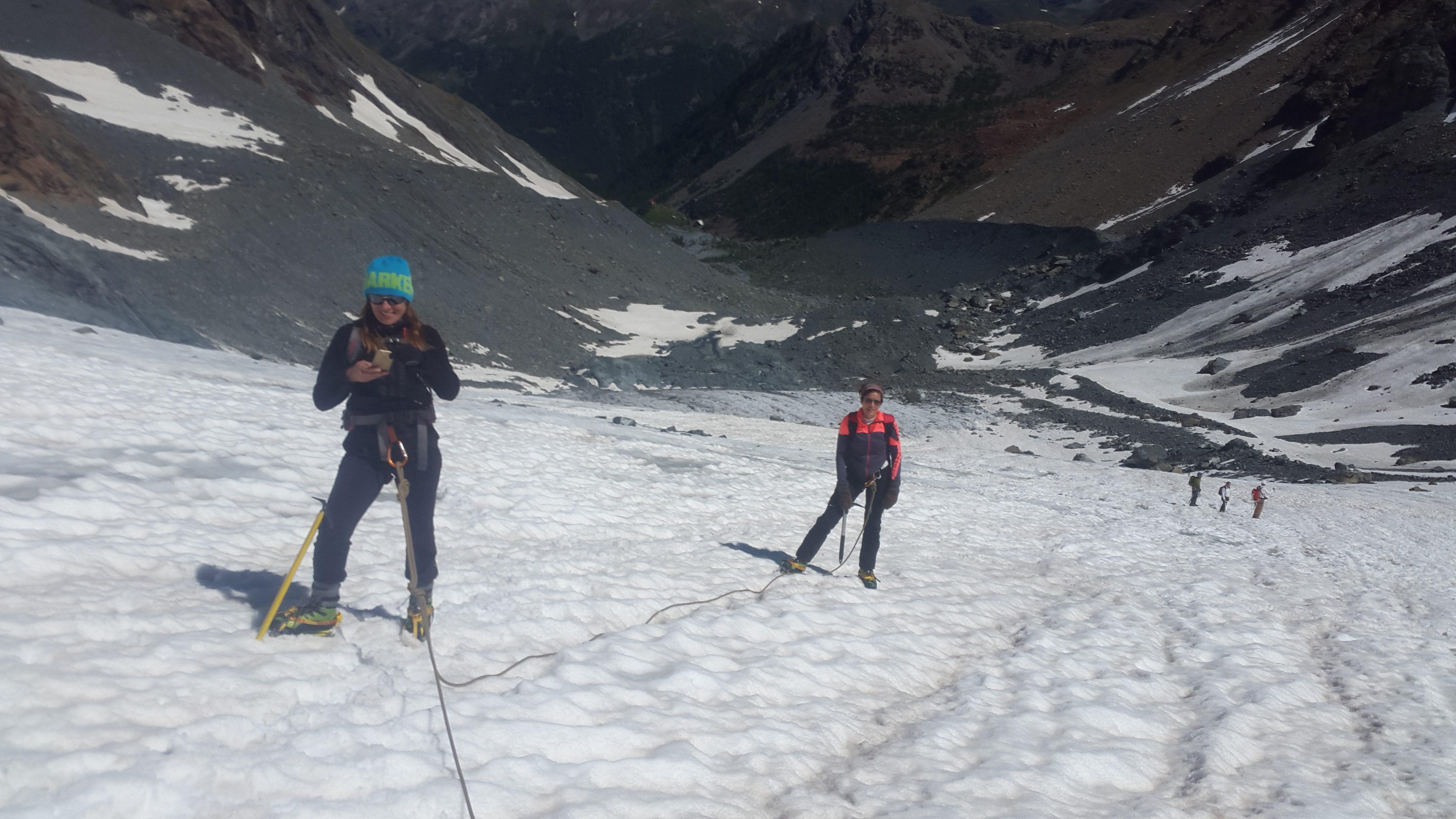 giornalisti sul ghiacciaio